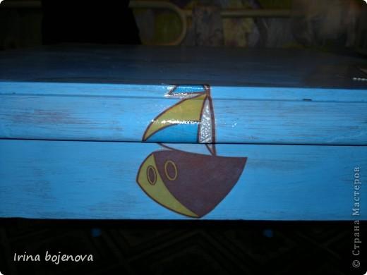 """Вот затеяли ремонт,взялись за комнату сына.А у него аквариум в комнате на столике стоит,и как то не вписывается в интерьер.Задумала я столик этот оживить,вот что получилось,и как я это делала решила поведать Вам мои дорогие !Взяла акриловую краску""""Для радиаторов"""",заколлеровала синим коллером и покрасила столик(хотела сделать эффект состаренности ,но он у меня не очень получился) фото 10"""
