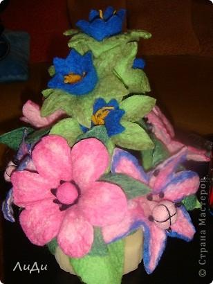Валяная корзина с цветами фото 1