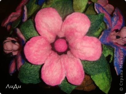 Валяная корзина с цветами фото 4