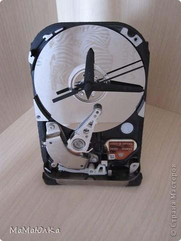 Добрый день! Мой муж смастерил из частей компьютера вот такие часы настольные. Думаю, что это будет больше интересно Мужчинам-Мастерам, а мы женщины просто полюбуемся на часики со своей стороны. фото 1