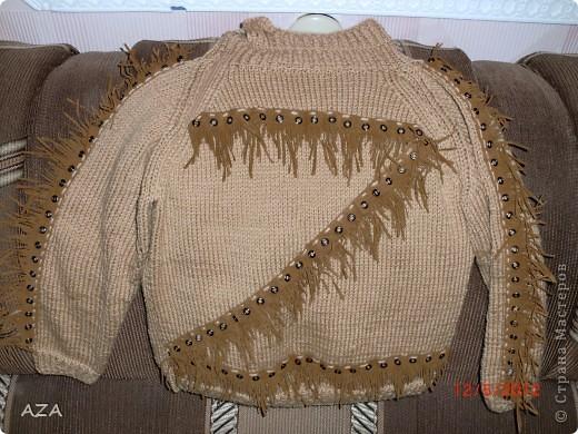 Бахрома шикарная, я так поняла настоящая замша, под нее вязала свитер. Мой первый реглан. фото 1