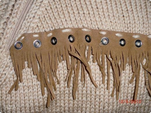 Бахрома шикарная, я так поняла настоящая замша, под нее вязала свитер. Мой первый реглан. фото 3