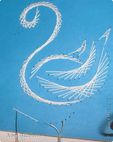 Доброго времени суток дорогие жители СМ!!! Предлагаю вашему вниманию мои схемы пары лебедей. Они очень простые и на них можно учиться освоению изонити. По 1 схеме небольшой МК.  Коротко о символике лебедей. Почитание лебедей имеет очень древние корни. Их образ у наших далёких предков часто связывался с солнцем, лебеди сопровождали Бога Солнца, влекли солнечное колесо.  С символикой лебедя связан бог Брахма. Лебедь или гусь - его персональная эмблема. Это та самая волшебная птица, что отложила на воды космическое яйцо, из которого появился сам Брахма.  В греко-римской традиции эта птица - знак любвеобилия, связанная с Афродитой.  Германцы считали лебедей птицами, которые могут предсказывать будущее, полагали, что в них превращаются души юных дев. У древних племен Западной Европы лебединые божества тоже ассоциируются с солнечной колесницей и являются благодетелями людей, обладают целительными силами, символизируют щедрость, любовь и чистоту.  Китайцы также называют лебедя солнечной птицей. У бурят он является олицетворением вечного материнства. У славян лебединая пара - воплощение супружеской верности, красоты, мужества, храбрости. Казахи называют лебедя царём птиц, кеты считают вестником весны и тепла.  В христианстве белый лебедь - это чистота, милосердие и символ Девы Марии.   фото 26