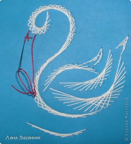Доброго времени суток дорогие жители СМ!!! Предлагаю вашему вниманию мои схемы пары лебедей. Они очень простые и на них можно учиться освоению изонити. По 1 схеме небольшой МК.  Коротко о символике лебедей. Почитание лебедей имеет очень древние корни. Их образ у наших далёких предков часто связывался с солнцем, лебеди сопровождали Бога Солнца, влекли солнечное колесо.  С символикой лебедя связан бог Брахма. Лебедь или гусь - его персональная эмблема. Это та самая волшебная птица, что отложила на воды космическое яйцо, из которого появился сам Брахма.  В греко-римской традиции эта птица - знак любвеобилия, связанная с Афродитой.  Германцы считали лебедей птицами, которые могут предсказывать будущее, полагали, что в них превращаются души юных дев. У древних племен Западной Европы лебединые божества тоже ассоциируются с солнечной колесницей и являются благодетелями людей, обладают целительными силами, символизируют щедрость, любовь и чистоту.  Китайцы также называют лебедя солнечной птицей. У бурят он является олицетворением вечного материнства. У славян лебединая пара - воплощение супружеской верности, красоты, мужества, храбрости. Казахи называют лебедя царём птиц, кеты считают вестником весны и тепла.  В христианстве белый лебедь - это чистота, милосердие и символ Девы Марии.   фото 30