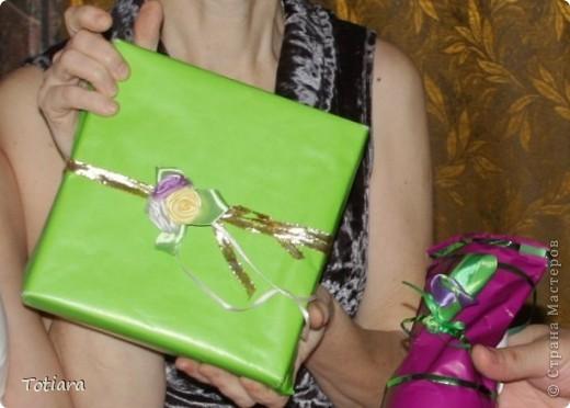 Мой самый любимый букет! Ширина ленты 2,5 см. Зеленая лента слегка присбаривается с одного края и обволакивается вокруг цветков. фото 6