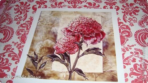 Ко дню рождения мамочки сделала в подарок фотоальбом из 8 разворотов.Размер обложки 23*23 см, листы 21*21 см Использовала бумагу для пастели, скрап бумагу, Обложку делала из бумаги для черчения А3 и упаковочной бумаги с розами. Для декора использовала 3D картинки (2 набора) и металлические подвески.  фото 6