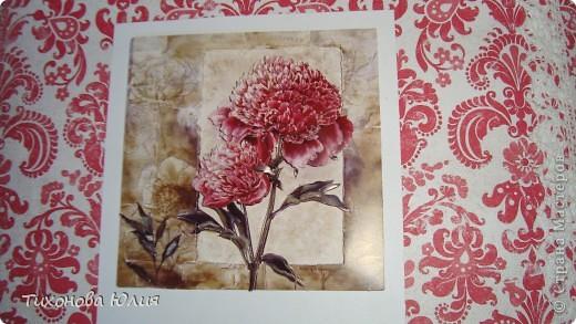 Ко дню рождения мамочки сделала в подарок фотоальбом из 8 разворотов.Размер обложки 23*23 см, листы 21*21 см Использовала бумагу для пастели, скрап бумагу, Обложку делала из бумаги для черчения А3 и упаковочной бумаги с розами. Для декора использовала 3D картинки (2 набора) и металлические подвески.  фото 5