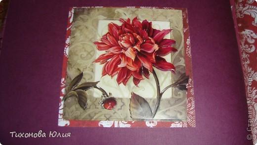 Ко дню рождения мамочки сделала в подарок фотоальбом из 8 разворотов.Размер обложки 23*23 см, листы 21*21 см Использовала бумагу для пастели, скрап бумагу, Обложку делала из бумаги для черчения А3 и упаковочной бумаги с розами. Для декора использовала 3D картинки (2 набора) и металлические подвески.  фото 16