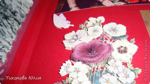 Ко дню рождения мамочки сделала в подарок фотоальбом из 8 разворотов.Размер обложки 23*23 см, листы 21*21 см Использовала бумагу для пастели, скрап бумагу, Обложку делала из бумаги для черчения А3 и упаковочной бумаги с розами. Для декора использовала 3D картинки (2 набора) и металлические подвески.  фото 19