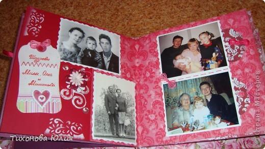 Ко дню рождения мамочки сделала в подарок фотоальбом из 8 разворотов.Размер обложки 23*23 см, листы 21*21 см Использовала бумагу для пастели, скрап бумагу, Обложку делала из бумаги для черчения А3 и упаковочной бумаги с розами. Для декора использовала 3D картинки (2 набора) и металлические подвески.  фото 21