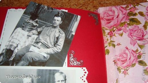 Ко дню рождения мамочки сделала в подарок фотоальбом из 8 разворотов.Размер обложки 23*23 см, листы 21*21 см Использовала бумагу для пастели, скрап бумагу, Обложку делала из бумаги для черчения А3 и упаковочной бумаги с розами. Для декора использовала 3D картинки (2 набора) и металлические подвески.  фото 31