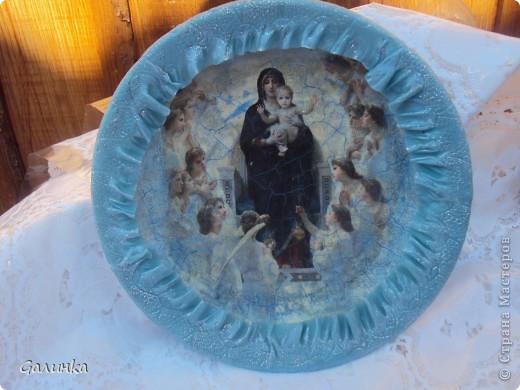 тарелочка выполнена в технике декупаж, на салфетке сделала кракелюр, по краю тарелки окантовка из холодного фарфора. фото 1