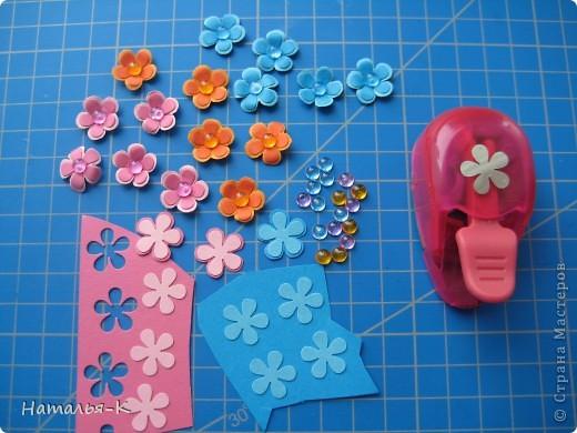 Приглашаю всех,(кому интересно) в мою рабочую ,,кухню,, Предлагаю вам рецепт ,,Цветы из дырокольных цветов,, фото 4