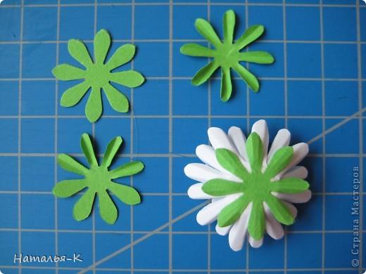 Приглашаю всех,(кому интересно) в мою рабочую ,,кухню,, Предлагаю вам рецепт ,,Цветы из дырокольных цветов,, фото 14