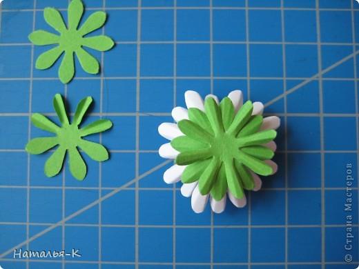 Приглашаю всех,(кому интересно) в мою рабочую ,,кухню,, Предлагаю вам рецепт ,,Цветы из дырокольных цветов,, фото 15