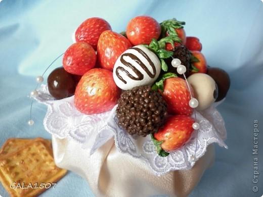 Здравствуйте мои дорогие!!!!!!!!!!! Сегодня я к вам с весенне-летним настроением. Хочу поделиться ароматом и сладко-кислым вкусом ягод и блаженством шоколада, всё-таки многие его уважают! Приятного вам аппетитного просмотра!!!!!!!!!!!!!!!!!!!!! фото 13