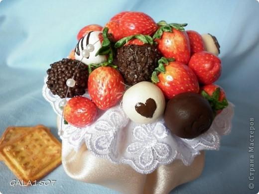 Здравствуйте мои дорогие!!!!!!!!!!! Сегодня я к вам с весенне-летним настроением. Хочу поделиться ароматом и сладко-кислым вкусом ягод и блаженством шоколада, всё-таки многие его уважают! Приятного вам аппетитного просмотра!!!!!!!!!!!!!!!!!!!!! фото 14