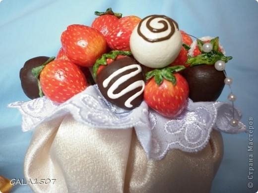 Здравствуйте мои дорогие!!!!!!!!!!! Сегодня я к вам с весенне-летним настроением. Хочу поделиться ароматом и сладко-кислым вкусом ягод и блаженством шоколада, всё-таки многие его уважают! Приятного вам аппетитного просмотра!!!!!!!!!!!!!!!!!!!!! фото 15