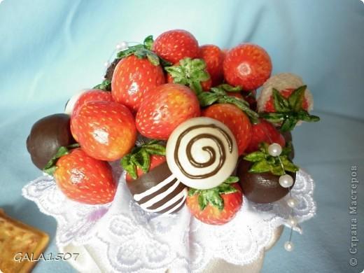 Здравствуйте мои дорогие!!!!!!!!!!! Сегодня я к вам с весенне-летним настроением. Хочу поделиться ароматом и сладко-кислым вкусом ягод и блаженством шоколада, всё-таки многие его уважают! Приятного вам аппетитного просмотра!!!!!!!!!!!!!!!!!!!!! фото 16