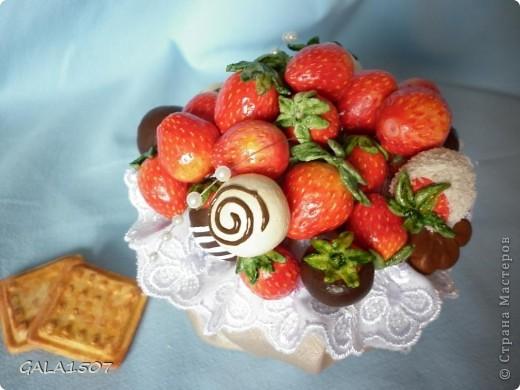 Здравствуйте мои дорогие!!!!!!!!!!! Сегодня я к вам с весенне-летним настроением. Хочу поделиться ароматом и сладко-кислым вкусом ягод и блаженством шоколада, всё-таки многие его уважают! Приятного вам аппетитного просмотра!!!!!!!!!!!!!!!!!!!!! фото 18