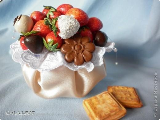 Здравствуйте мои дорогие!!!!!!!!!!! Сегодня я к вам с весенне-летним настроением. Хочу поделиться ароматом и сладко-кислым вкусом ягод и блаженством шоколада, всё-таки многие его уважают! Приятного вам аппетитного просмотра!!!!!!!!!!!!!!!!!!!!! фото 19