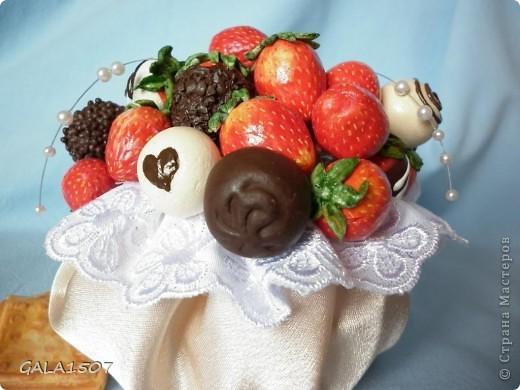 Здравствуйте мои дорогие!!!!!!!!!!! Сегодня я к вам с весенне-летним настроением. Хочу поделиться ароматом и сладко-кислым вкусом ягод и блаженством шоколада, всё-таки многие его уважают! Приятного вам аппетитного просмотра!!!!!!!!!!!!!!!!!!!!! фото 21