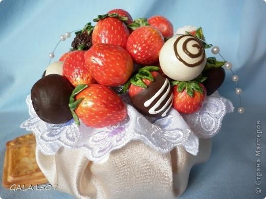 Здравствуйте мои дорогие!!!!!!!!!!! Сегодня я к вам с весенне-летним настроением. Хочу поделиться ароматом и сладко-кислым вкусом ягод и блаженством шоколада, всё-таки многие его уважают! Приятного вам аппетитного просмотра!!!!!!!!!!!!!!!!!!!!! фото 20