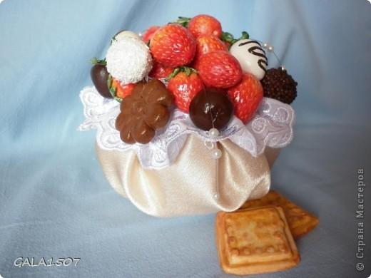 Здравствуйте мои дорогие!!!!!!!!!!! Сегодня я к вам с весенне-летним настроением. Хочу поделиться ароматом и сладко-кислым вкусом ягод и блаженством шоколада, всё-таки многие его уважают! Приятного вам аппетитного просмотра!!!!!!!!!!!!!!!!!!!!! фото 22