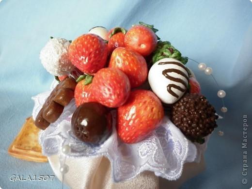 Здравствуйте мои дорогие!!!!!!!!!!! Сегодня я к вам с весенне-летним настроением. Хочу поделиться ароматом и сладко-кислым вкусом ягод и блаженством шоколада, всё-таки многие его уважают! Приятного вам аппетитного просмотра!!!!!!!!!!!!!!!!!!!!! фото 23