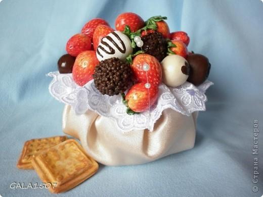 Здравствуйте мои дорогие!!!!!!!!!!! Сегодня я к вам с весенне-летним настроением. Хочу поделиться ароматом и сладко-кислым вкусом ягод и блаженством шоколада, всё-таки многие его уважают! Приятного вам аппетитного просмотра!!!!!!!!!!!!!!!!!!!!! фото 24