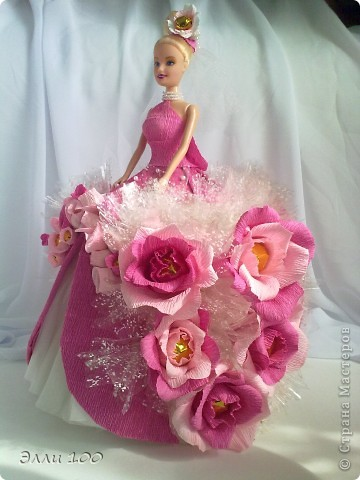 Доброго времени суток,дорогие мастерицы,наконец-то и у меня появилась конфетная кукла,делала ее дочке на день рождения,вот решила поделится с вами результатом моей деятельности))) фото 2