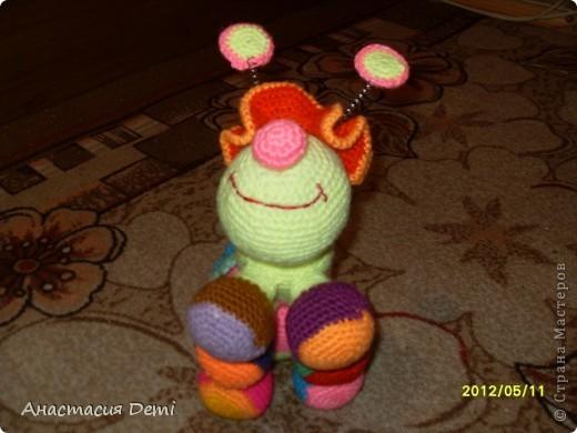 По описанию, найденному в интернете, я связала вот такую гусеничку. В описании она Бутявка из страны Оптимизма. фото 2