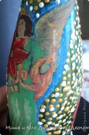 Мастера точечной росписи не бросайте в меня тапки, я впервые держала в руках такие краски, к концу КАЖЕТСЯ поняла как делать крохотней и поаккуратней, но было уже поздно, стиль был задан ))  Моя первая, пробная бутылочка. Вид спереди фото 5