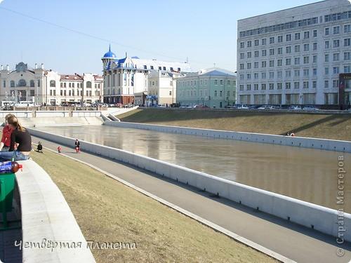Начну,пожалуй,с самого излюбленного мною места:набережной.Здесь маленькая речка Ушайка впадает в реку Томь.Есть легенда,о двух влюблённых,которые не могли быть вместе и стали двумя реками навсегда соеденившись. фото 2