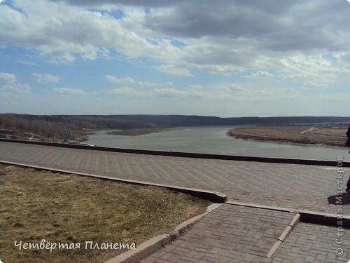 Начну,пожалуй,с самого излюбленного мною места:набережной.Здесь маленькая речка Ушайка впадает в реку Томь.Есть легенда,о двух влюблённых,которые не могли быть вместе и стали двумя реками навсегда соеденившись. фото 20