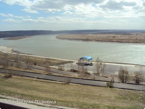 Начну,пожалуй,с самого излюбленного мною места:набережной.Здесь маленькая речка Ушайка впадает в реку Томь.Есть легенда,о двух влюблённых,которые не могли быть вместе и стали двумя реками навсегда соеденившись. фото 21