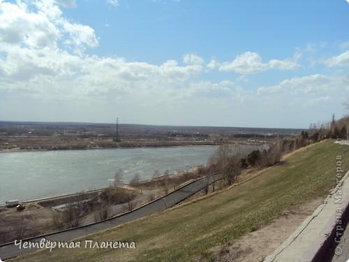 Начну,пожалуй,с самого излюбленного мною места:набережной.Здесь маленькая речка Ушайка впадает в реку Томь.Есть легенда,о двух влюблённых,которые не могли быть вместе и стали двумя реками навсегда соеденившись. фото 23