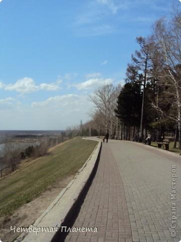Начну,пожалуй,с самого излюбленного мною места:набережной.Здесь маленькая речка Ушайка впадает в реку Томь.Есть легенда,о двух влюблённых,которые не могли быть вместе и стали двумя реками навсегда соеденившись. фото 24