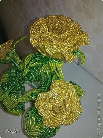 Золотые розы из биссера фото 4