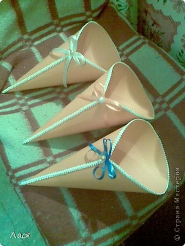 Плотная бумага, тесьма, ленточки и бусины