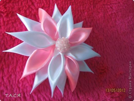 Цумами Канзаши - Цветок-зефирка и пархающие бабочки.