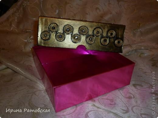 У подружки был день рождения. Я купила ей подарочный сертификат в один из любимых женских магазинов и сделала вот такую шкатулочку для разной мелочи.Делала в технике пейп-арт Тани Сорокиной http://stranamasterov.ru/node/308701#comment-3398324.  фото 5