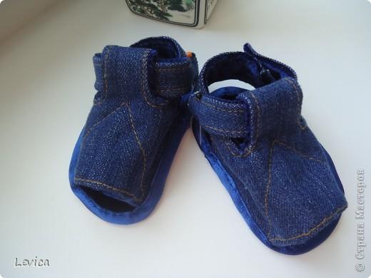 Первый блин комом... следующие буду шить надеюсь без ошибок... а иголочки - это ждала когда малыш проснется чтобы по ножке перемычку пришить. фото 1