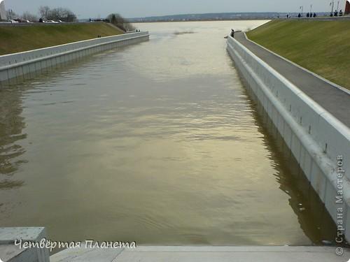 Начну,пожалуй,с самого излюбленного мною места:набережной.Здесь маленькая речка Ушайка впадает в реку Томь.Есть легенда,о двух влюблённых,которые не могли быть вместе и стали двумя реками навсегда соеденившись. фото 4