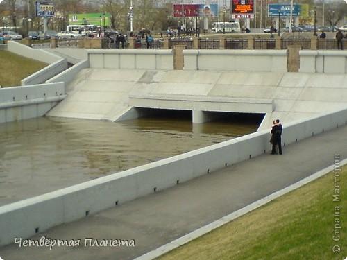 Начну,пожалуй,с самого излюбленного мною места:набережной.Здесь маленькая речка Ушайка впадает в реку Томь.Есть легенда,о двух влюблённых,которые не могли быть вместе и стали двумя реками навсегда соеденившись. фото 3
