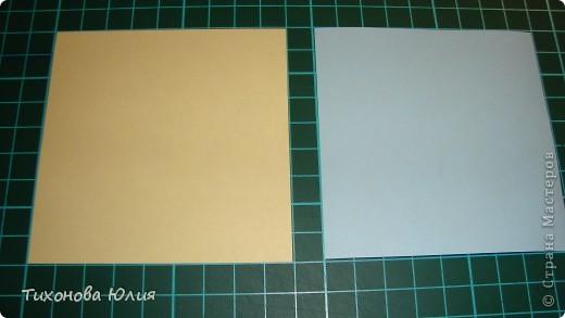 Так выглядит первый разворот альбома. Для работы понадобится 2 листа бумаги для пастели 21*21 см разных цветов. 8 фотографий 10*10см. Клей или узкий двусторонний скотч. фото 5