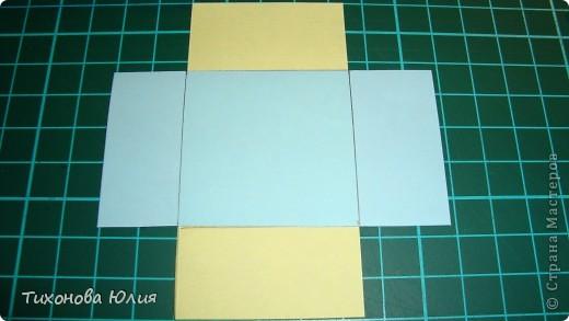 Так выглядит первый разворот альбома. Для работы понадобится 2 листа бумаги для пастели 21*21 см разных цветов. 8 фотографий 10*10см. Клей или узкий двусторонний скотч. фото 7