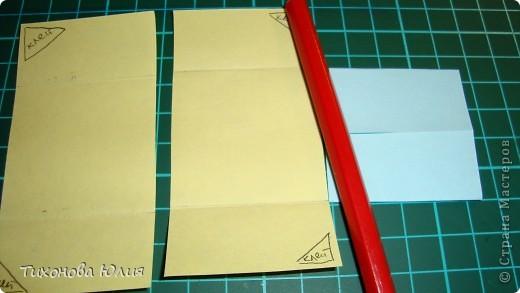 Так выглядит первый разворот альбома. Для работы понадобится 2 листа бумаги для пастели 21*21 см разных цветов. 8 фотографий 10*10см. Клей или узкий двусторонний скотч. фото 9