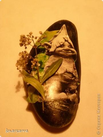 работа на камне.Апликация из журнала ,клей ПВА,сухие растения  фото 5