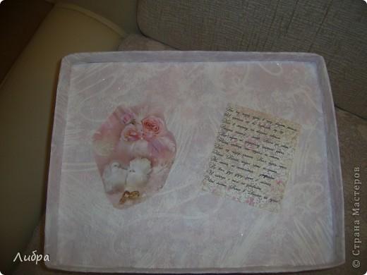 Решила сестренке на первую годовщину сделать подарок. Празднование годовщины было ознаменованно в розовом стиле. Начнем с коробки, она правда делалась очень быстро, как и весь набор, поэтому видно ляпы. фото 3